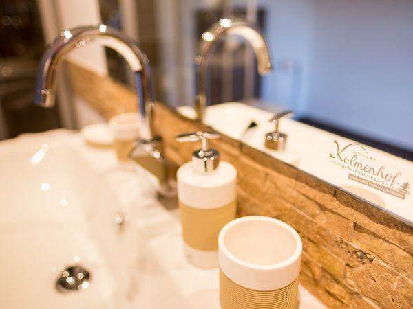 Modernes Badezimmer in der Familiensuite