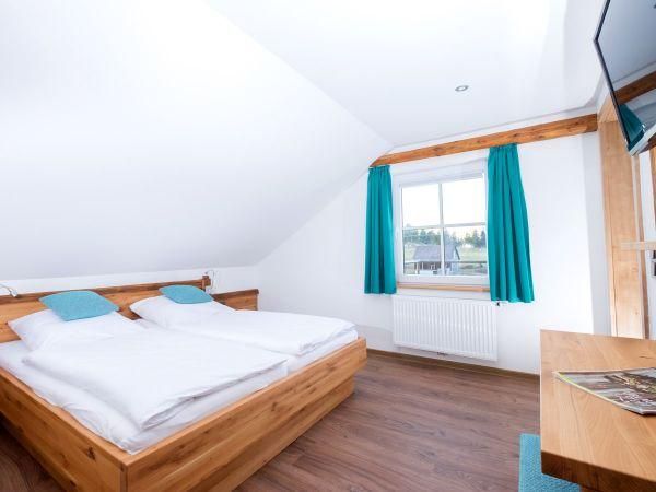Zimmer Nr. 10 - Die Familiensuite für 4-6 Personen - Elternschlafzimmer mit Schwarzwaldaussicht