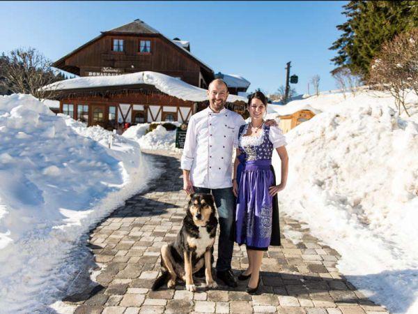 Die Gastgeber: Katharina und Christoph Dold mit Hund Rafti