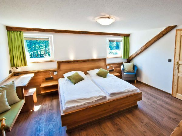 Zimmer Nr. 9 mit Doppelbett für 2 Personen