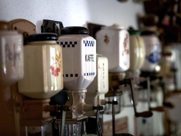Sammlung alter Kaffeemühlen