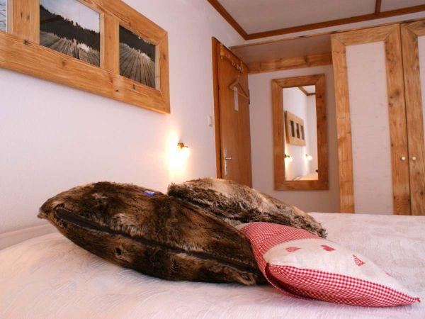 Schlafen wie auf Wolken im Doppelbett im Familienzimmer