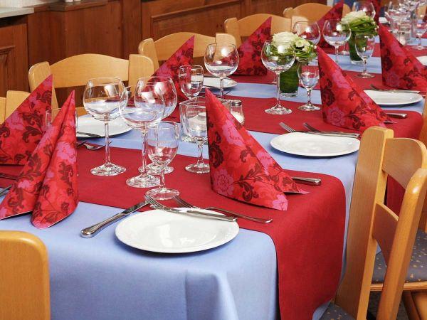 Abgestimmte Tischdekorationen für Ihre Feier