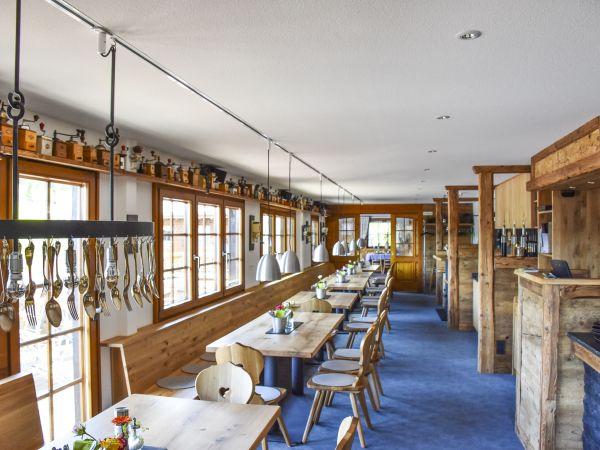 Das Restaurant Im Modern Traditionellem Stil