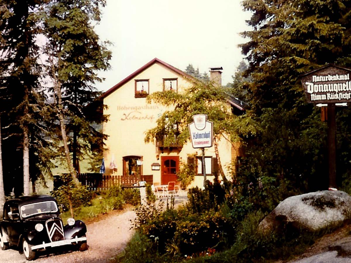 1982: Kolmenhof noch mit viel Wald und Citröen 11CV