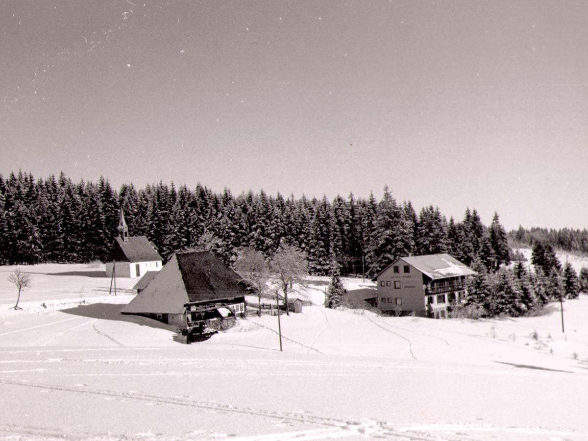 Der Kolmenhof schneebedeckt im Jahr 1973